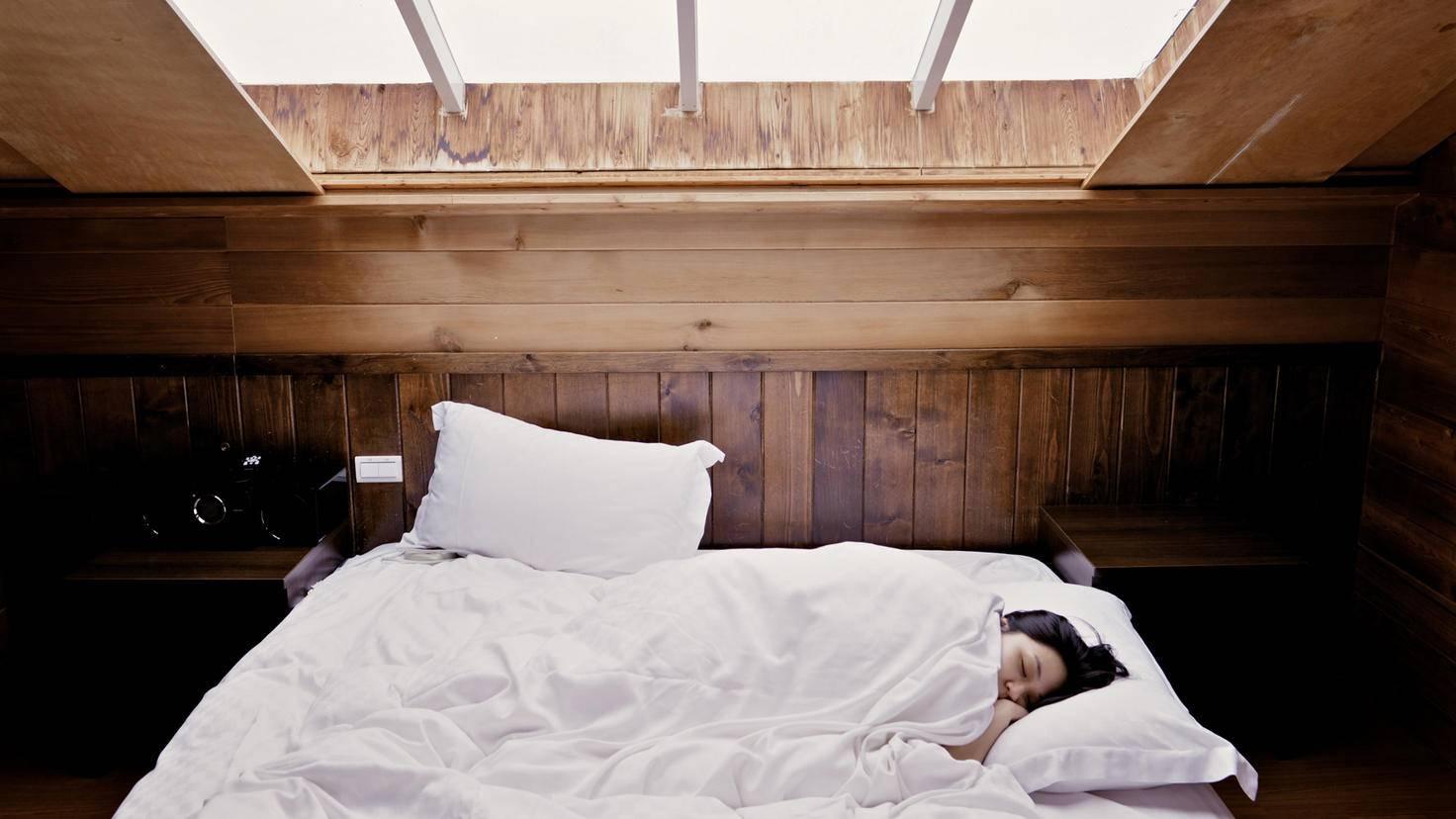 Trockenshampoo wirkt auch im Schlaf.