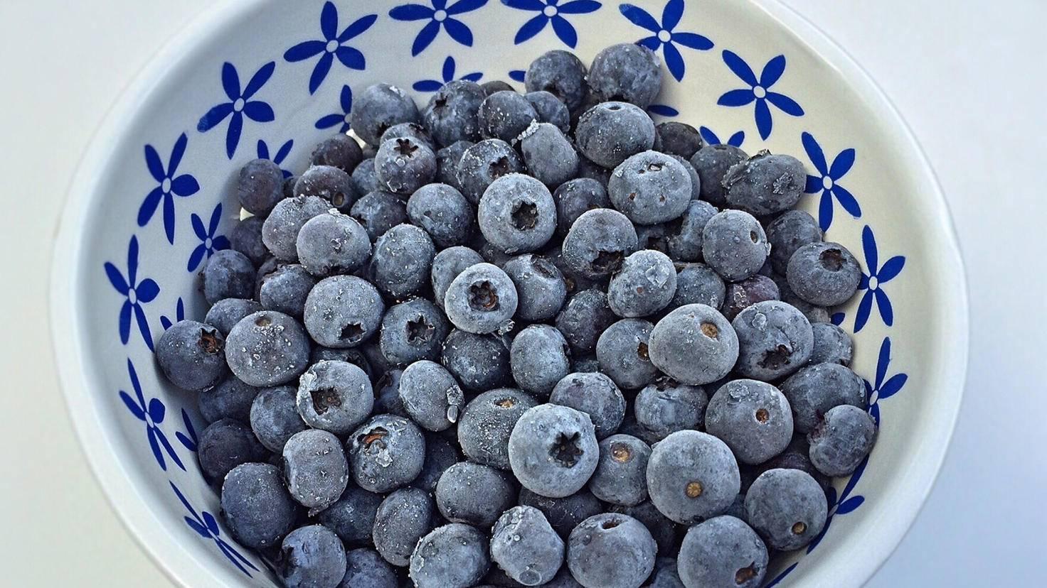 Auch gefrorene Beeren stecken immer noch voller Vitamine.