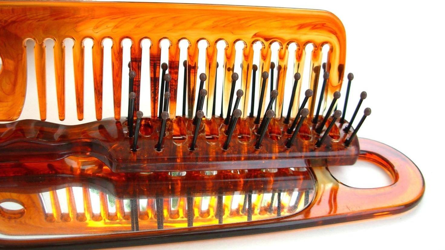 Auch Haarbürsten werden im Geschirrspüler wieder blitzeblank.