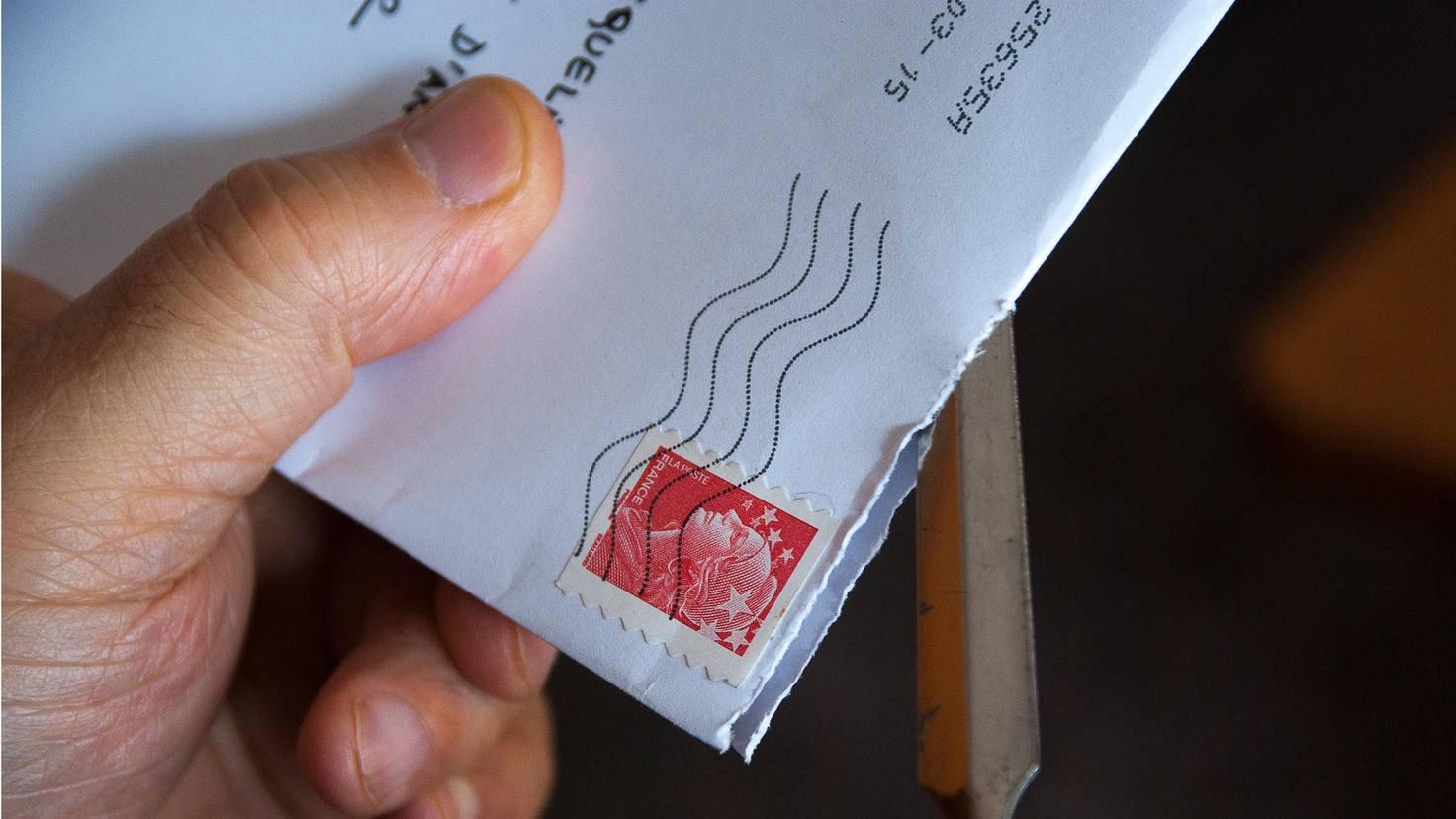 Briefmarken lassen sich dank Mikrowelle vom Umschlag lösen.