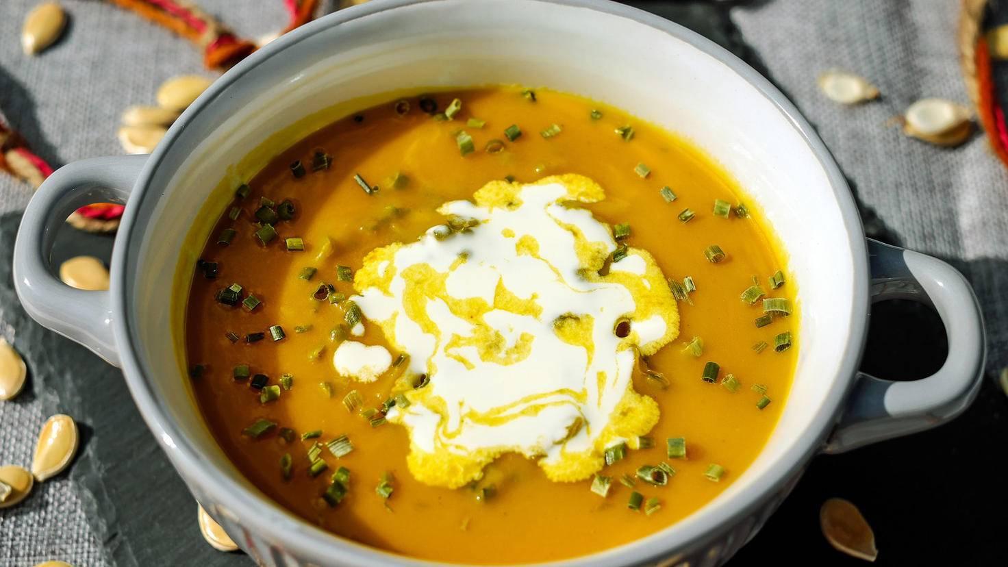 Von Kürbis bis Brokkoli – der Stabmixer macht jedes beliebige Gemüse zu einer leckeren Suppe.
