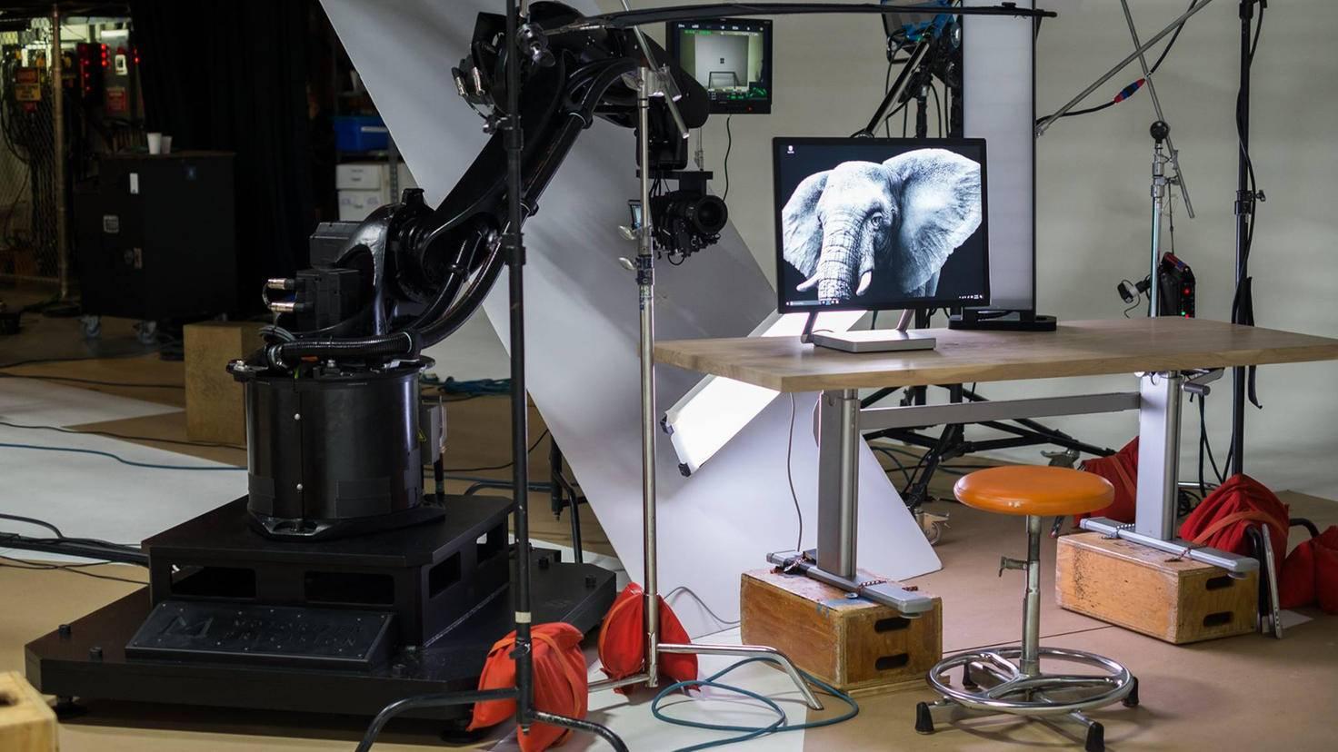 Kameraroboter KIRA bei der Arbeit am Microsoft-Set.