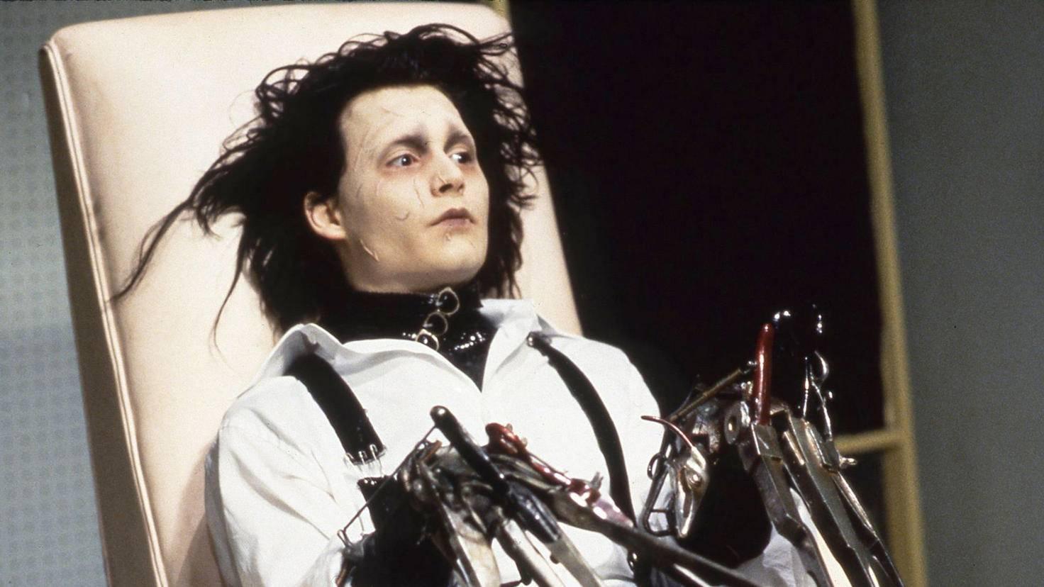 Als unvollendeter künstlicher Mensch muss Edward stumm bleiben.