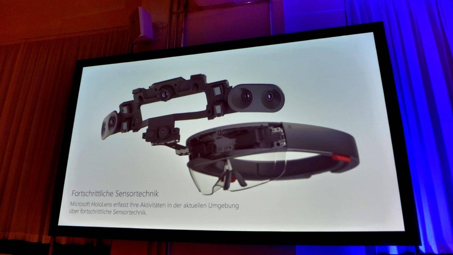 Die HoloLens ist ein kompletter Computer mit vielen Kameras und Sensoren ...