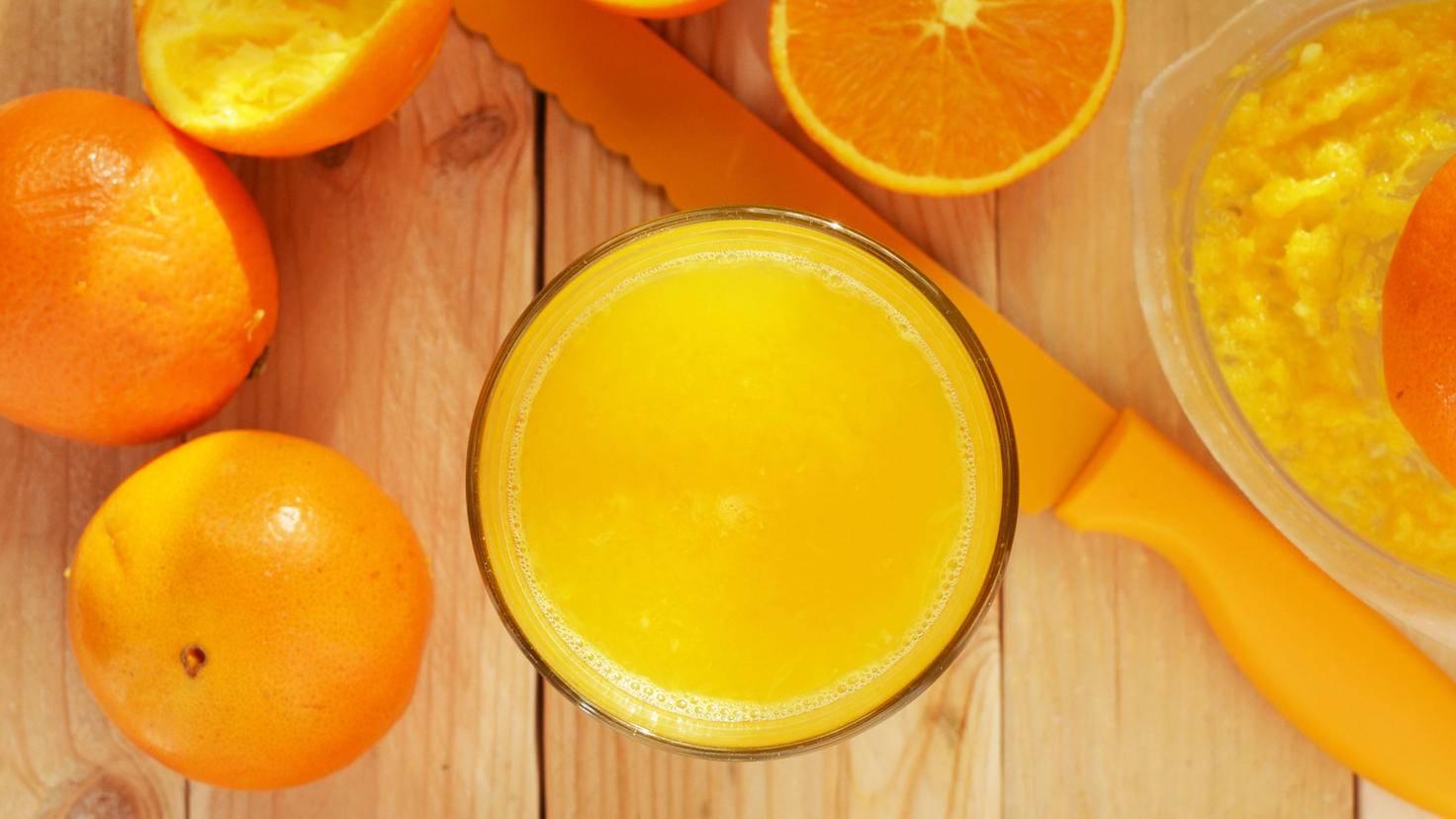 Wer einen veganen Orangensaft trinken möchte, sollte ihn besser selbst pressen.