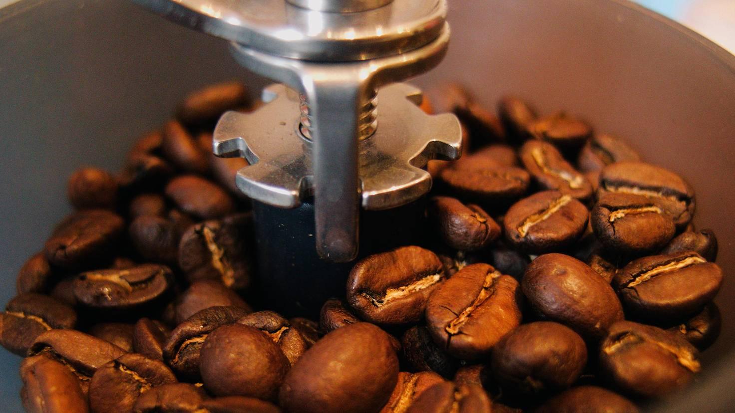 Indem Du das Mahlwerk anders einstellst, variierst Du den Geschmack des Kaffees.