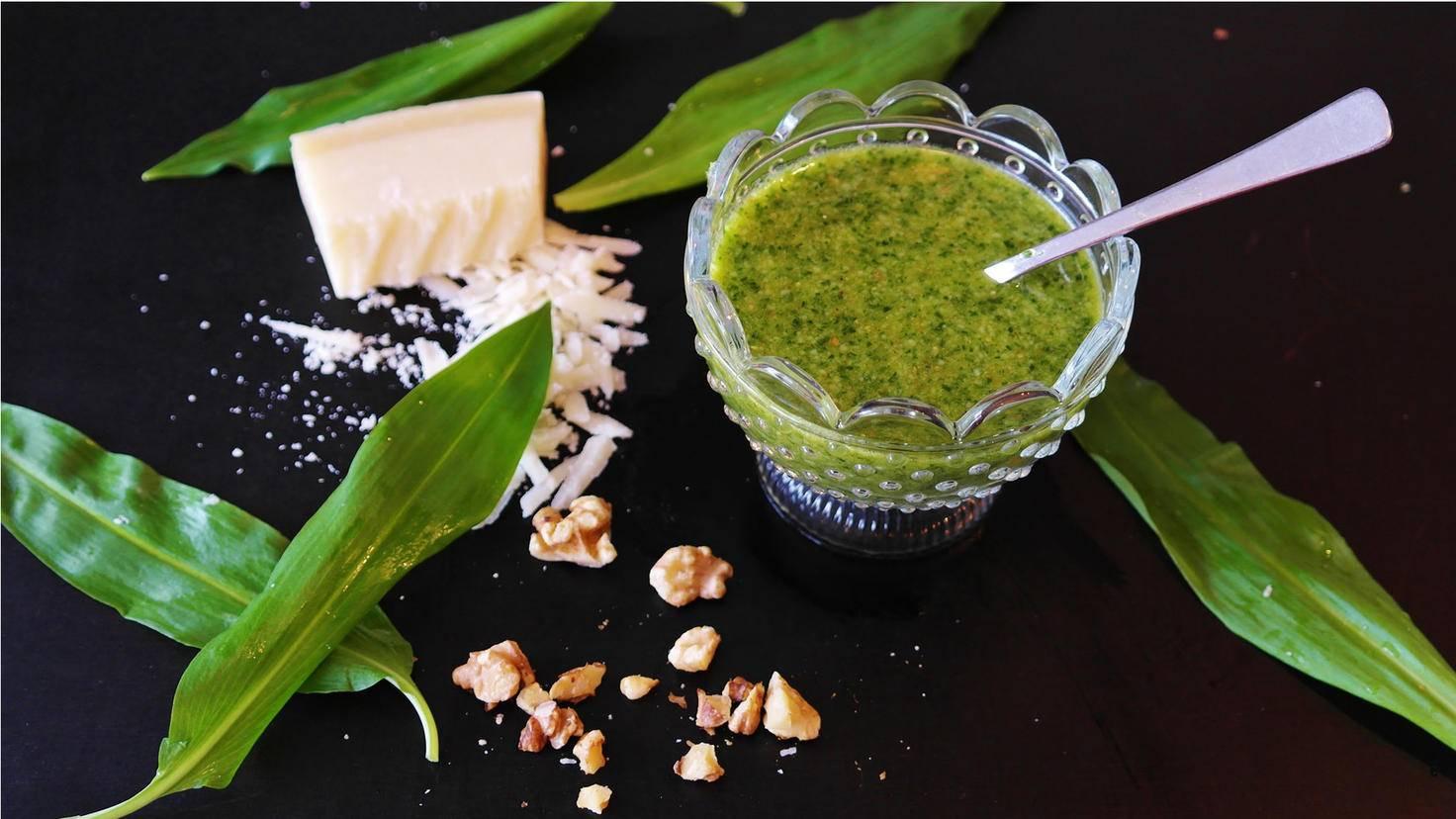 Pesto wird traditionell mit Parmesan hergestellt.