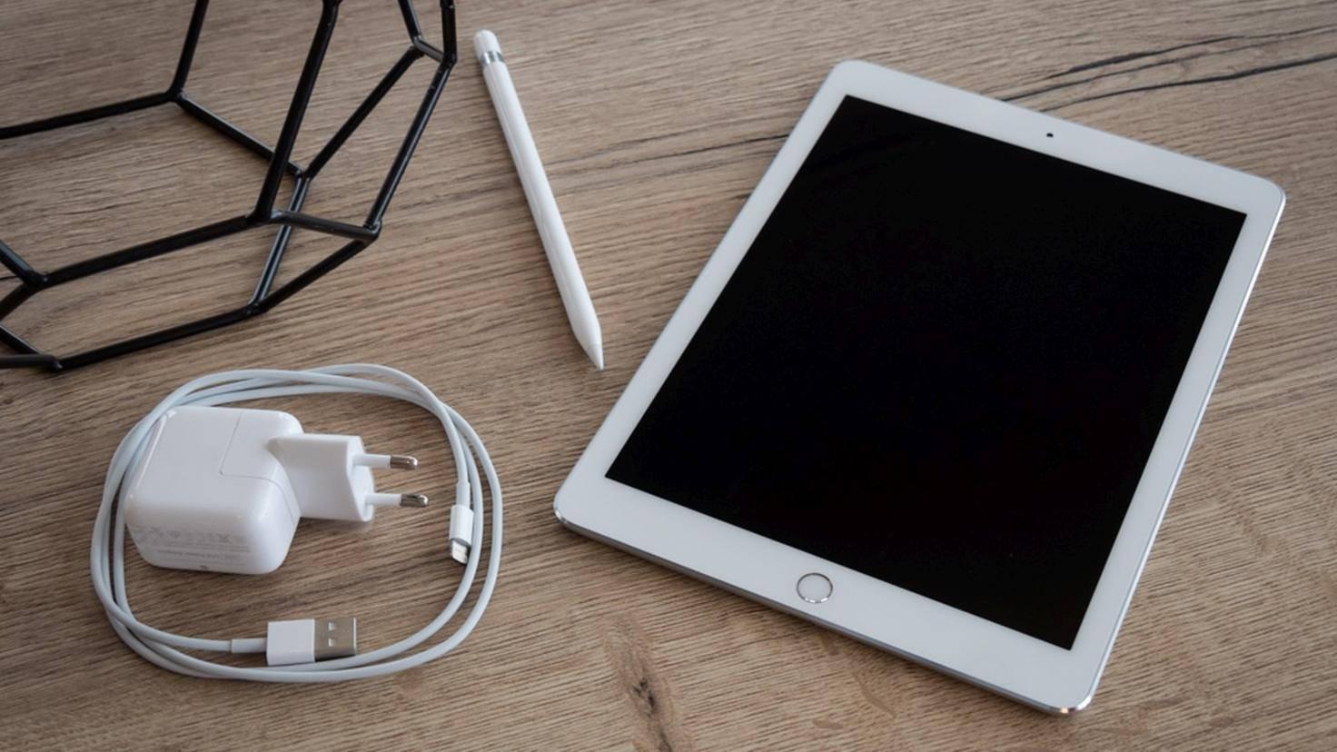 Apple iPad Pro TURN ON