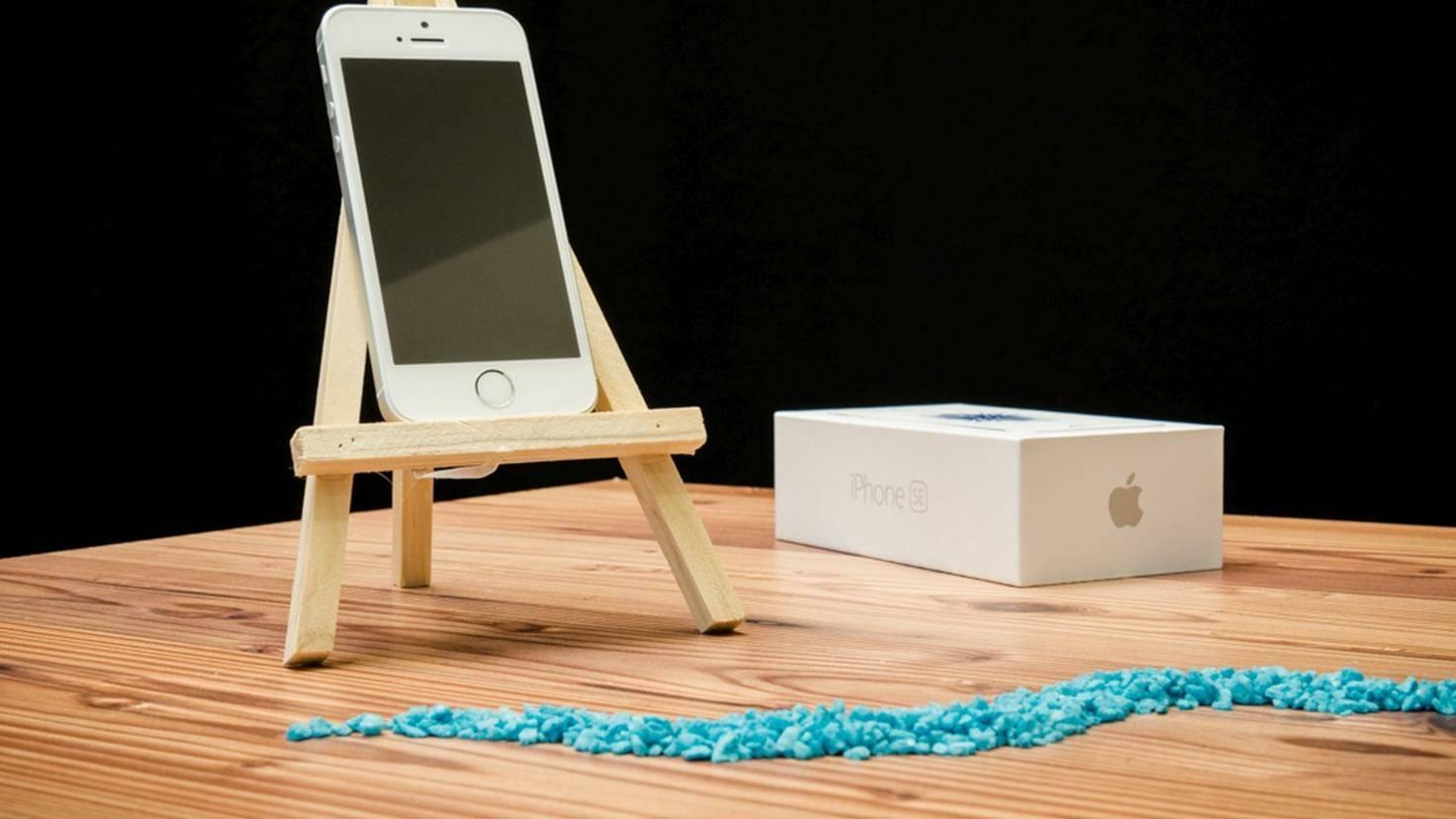 Apple iPhone SE TURN ON