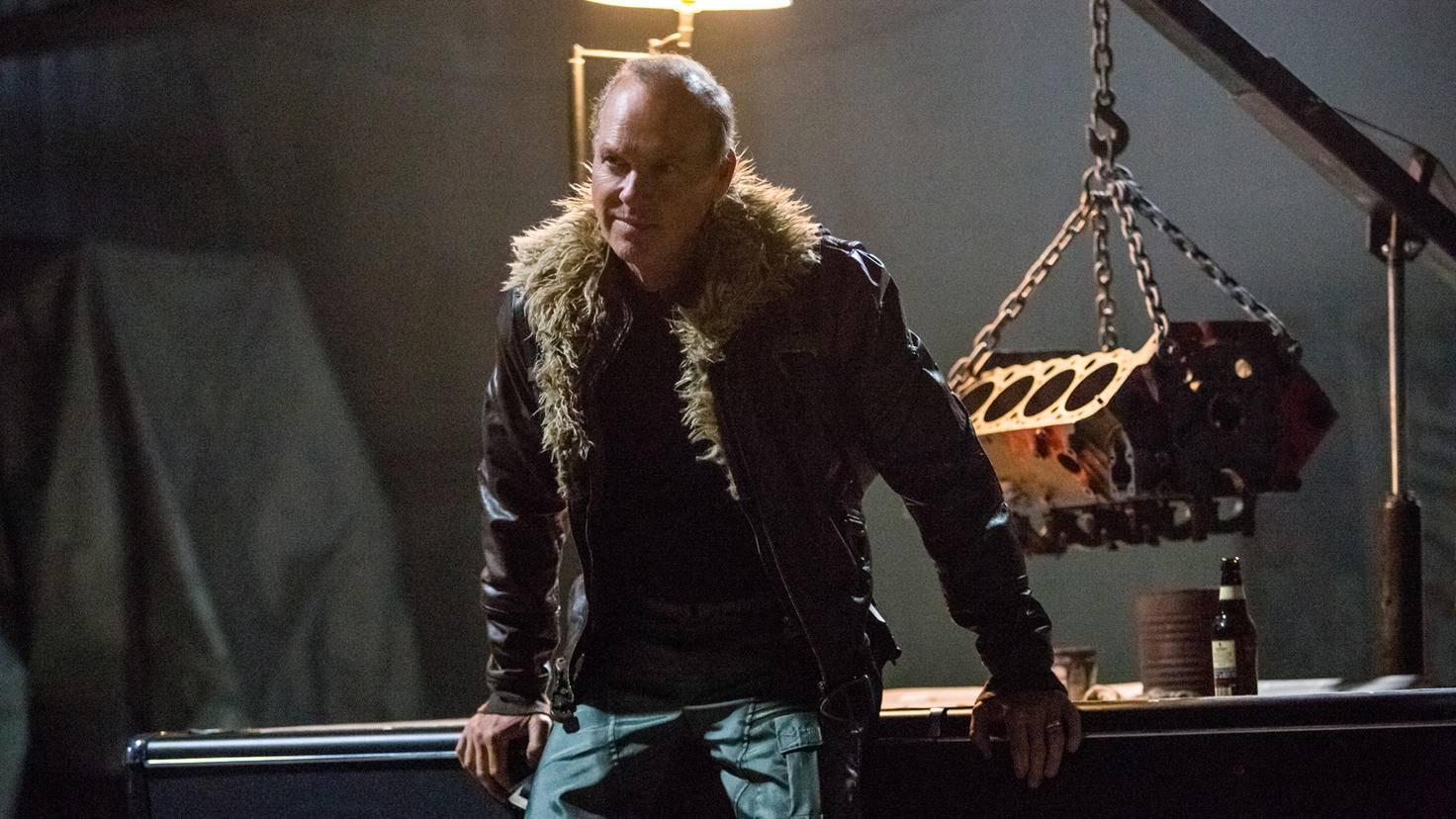 Als Bösewicht tritt Michael Keaton in Erscheinung.