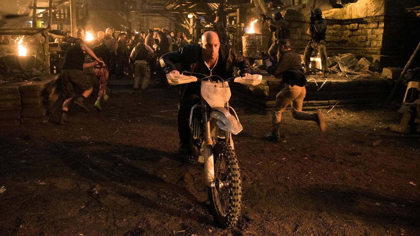 Motorcross statt luxuriöser Limousine: Xander Cage weiß, wie sich ein Actionheld fortbewegt.
