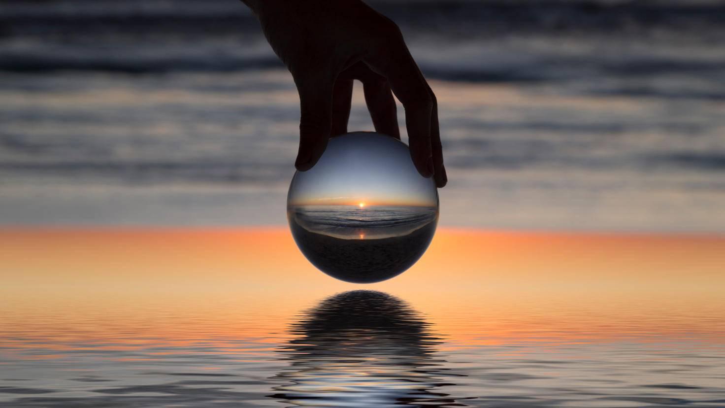 Die Glaskugel sollte handlich sein, aber auch genug Platz für ein schönes Motiv bieten.