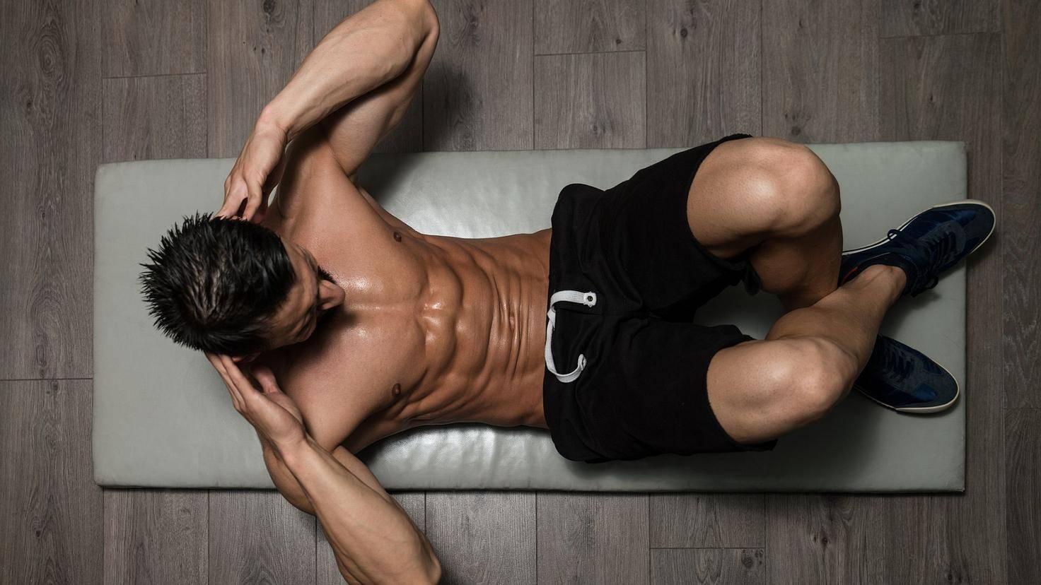 Sit-ups eignen sich hervorragend als Übung für den Bauch.