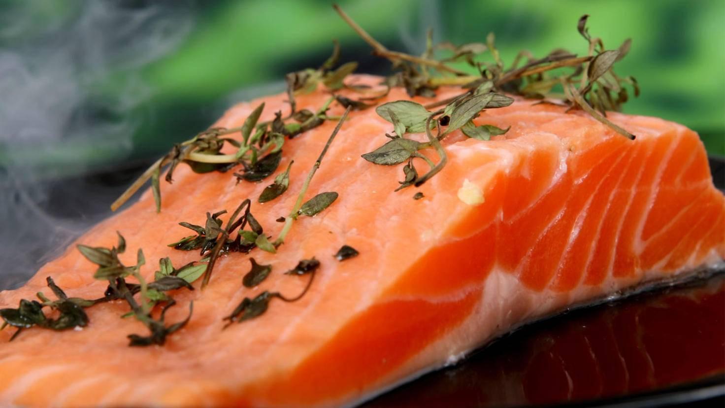 Lachs und andere Fischsorten sind ebenfalls gute Omega-3-Lieferanten.