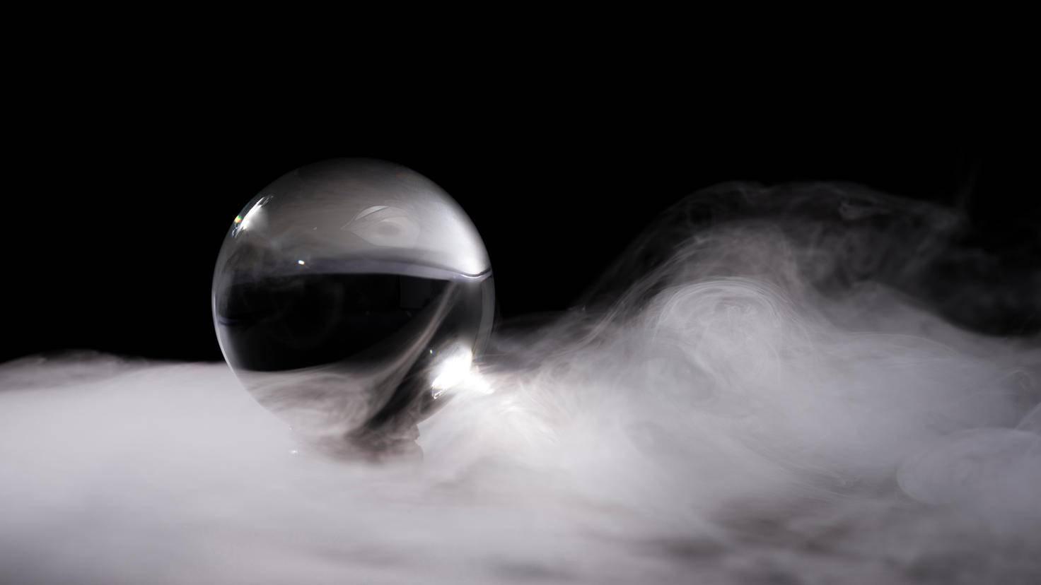 Toller Effekt: Schwarzweiß-Filter machen Deine Glaskugel-Fotos besonders stilvoll.