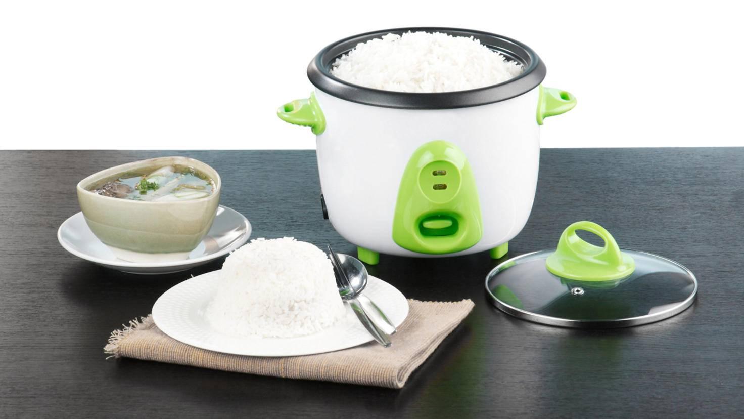 Mit einem elektrischen Reiskocher wird das Reiskochen besonders bequem.
