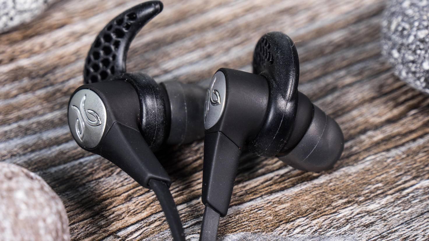 Die Earwings sorgen für perfekten Halt im Ohr.