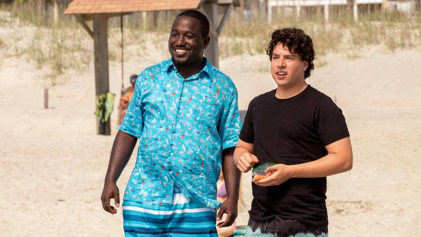 """Jon Bass (rechts im Bild) scheint in """"Baywatch"""" der lustige Sidekick zu sein."""