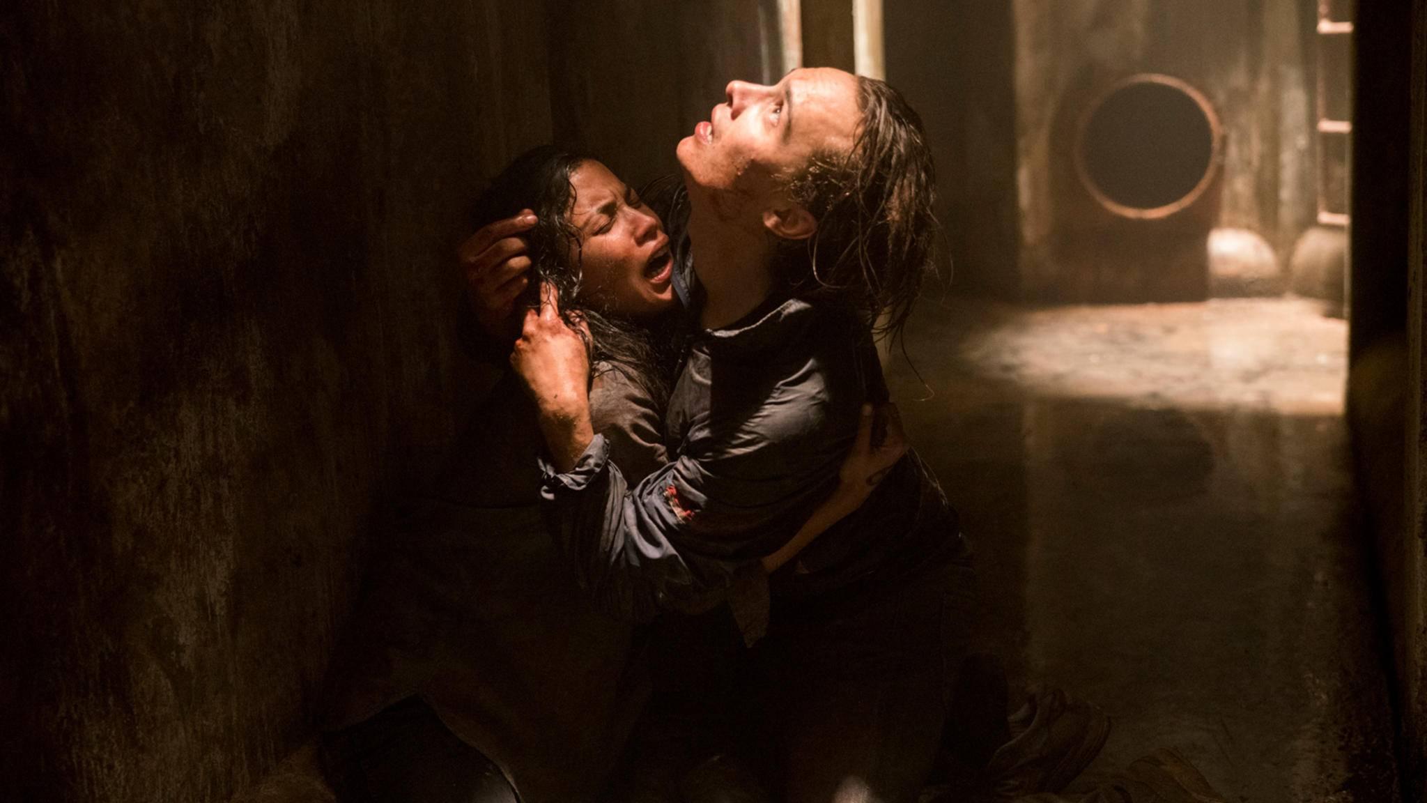 Nick (Frank Dillane) und Luciana (Danay Garcia) kämpfen ums Überleben.