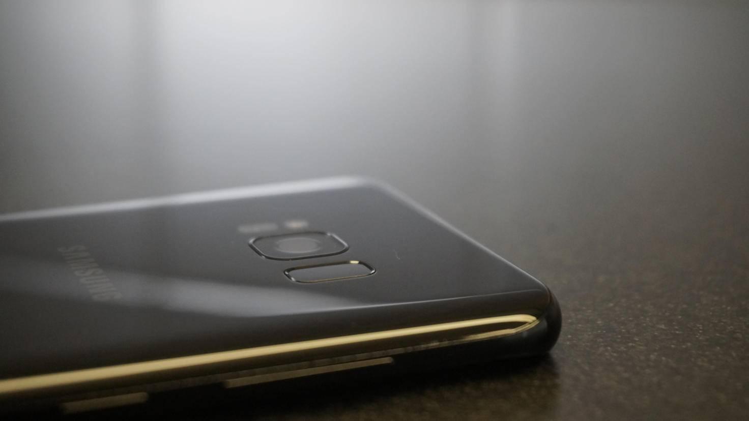 Kamera und Sensoren sind besser als zuvor in das Aluminiumgehäuse eingearbeitet.