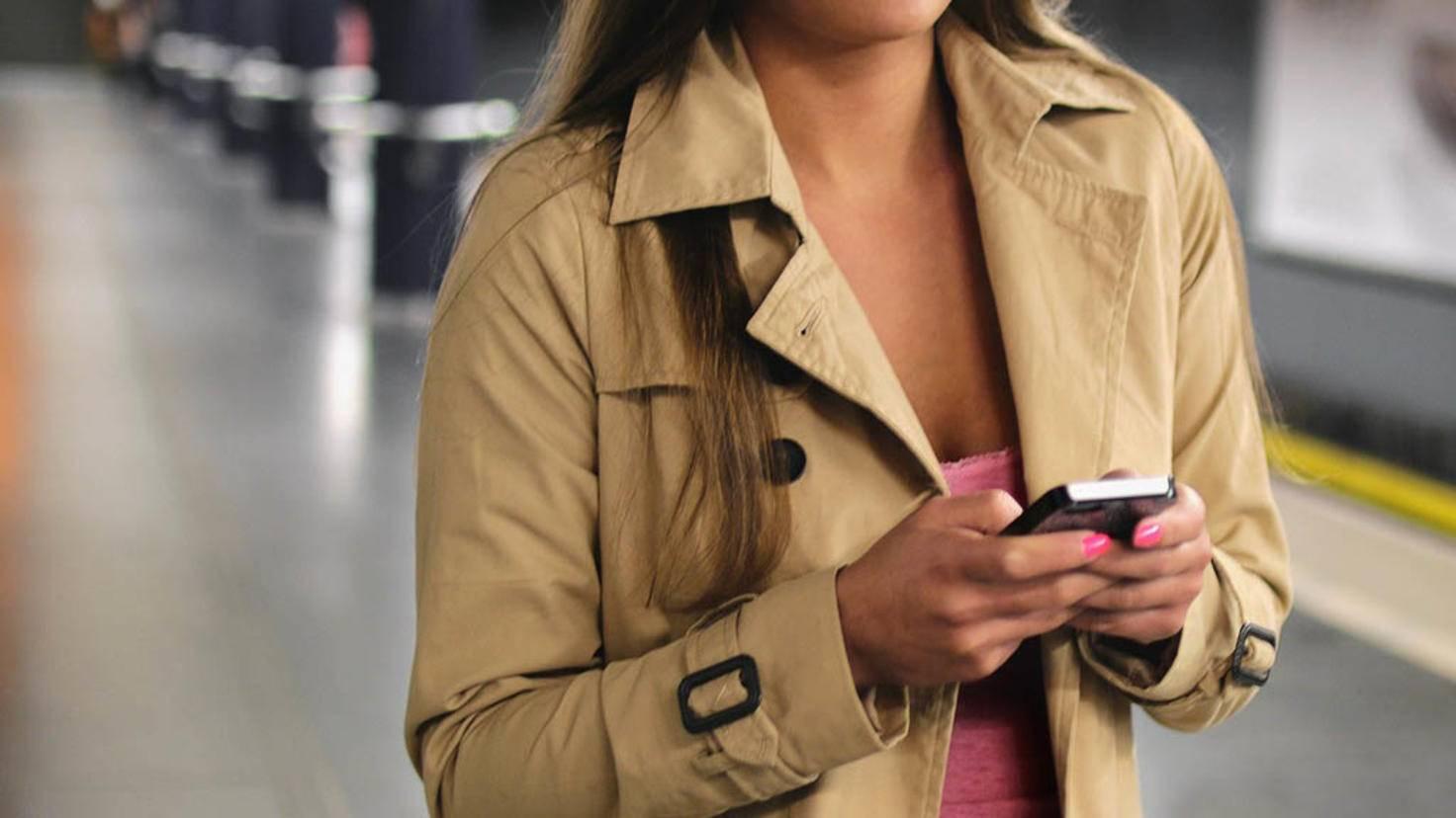 Smartphone in der Bahn