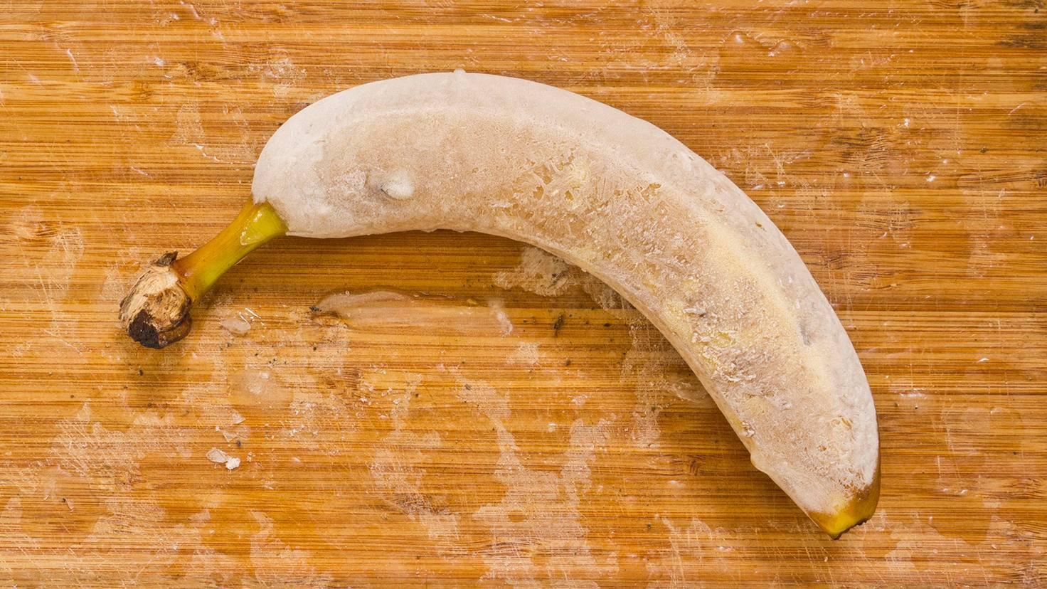 Im ganzen Stück gefroren lässt sich einen Banane nur schwer verarbeiten.