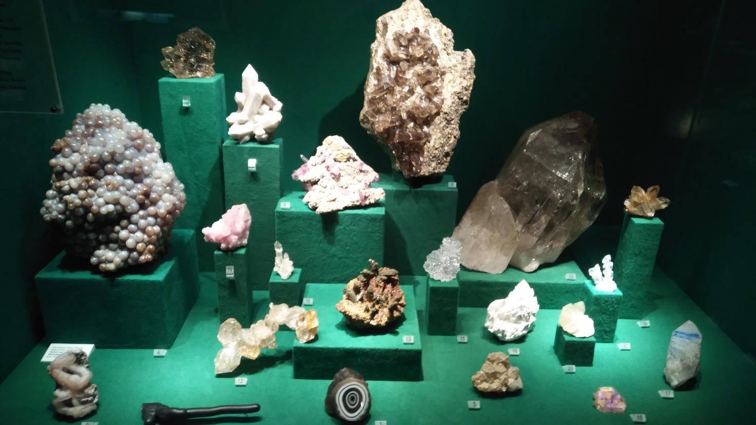 Die schönen Steine im Hamburger Mineralogischen Museum haben auf Fotos schon einmal besser ausgesehen.