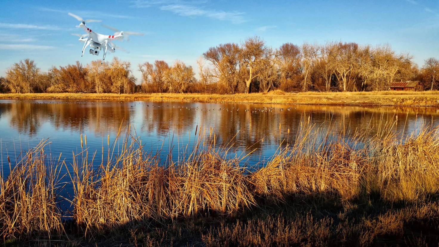 Bevor Du Dich mit Deiner Drohne auf Wasserflächen wagst, solltest Du auf jeden Fall ausgiebig fliegen üben.