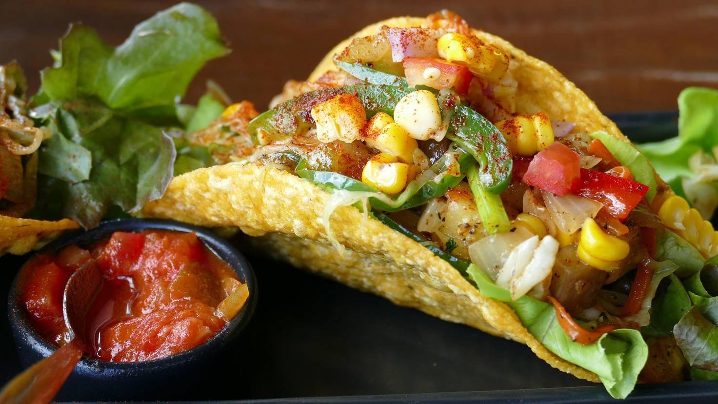 Salsa schmeckt hervorragend zu Tacos und Co. – und noch einmal besser, wenn sie selbstgemacht ist.