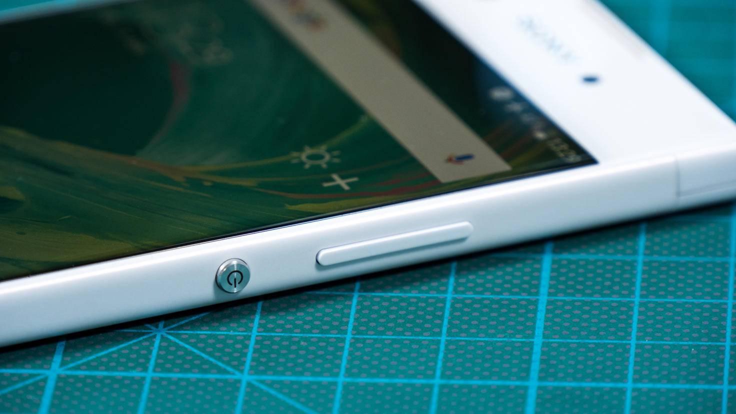 Nur ein Power-Button: Einen Fingerabdrucksensor besitzt das XA1 nicht.