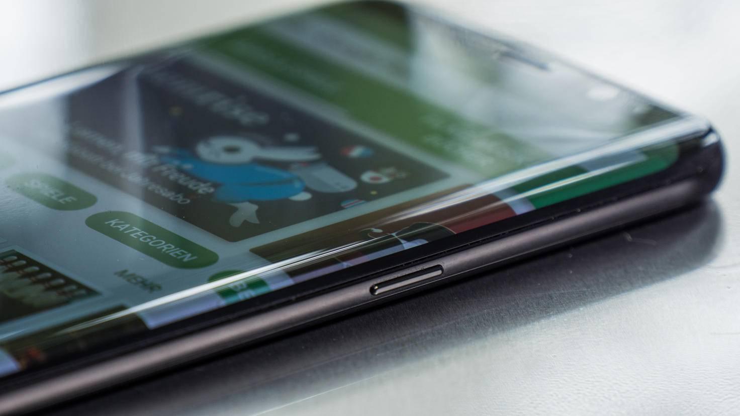 Beide Varianten des Galaxy S8 besitzen einen Curved-Screen, der fast ohne Ränder auskommt.