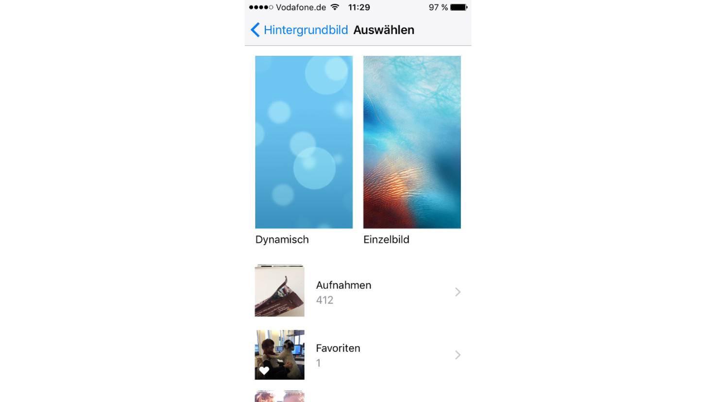 Nutzer wählen zwischen Apple-Standardbildern und eigenen Aufnahmen.