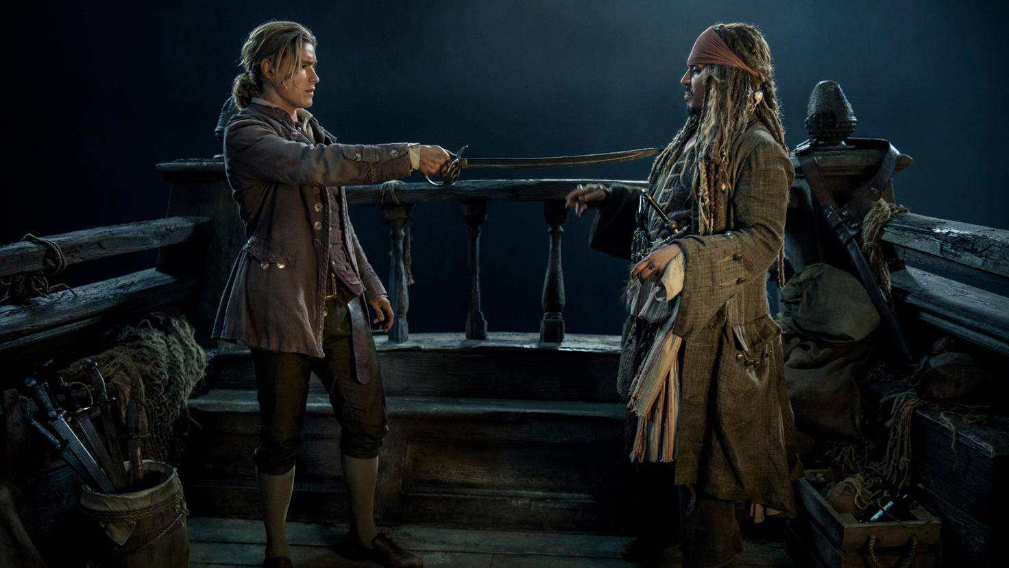 Henry (Brenton Thwaites, links)  mit Captain Jack Sparrow (Johnny Depp)