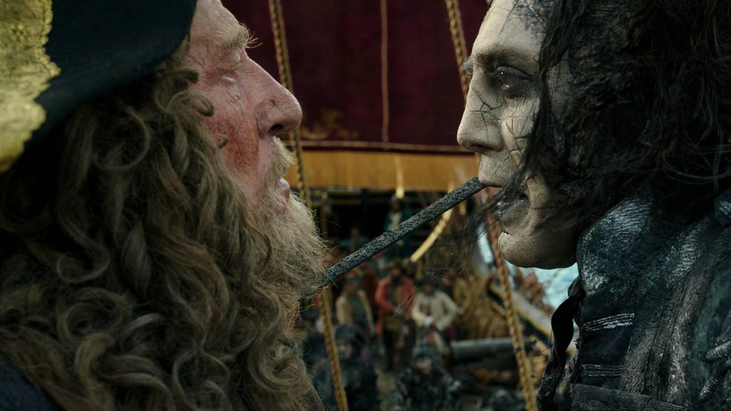 Captain Barbossa (Geoffrey Rush, links) und Captain Salazar (Javier Bardem)