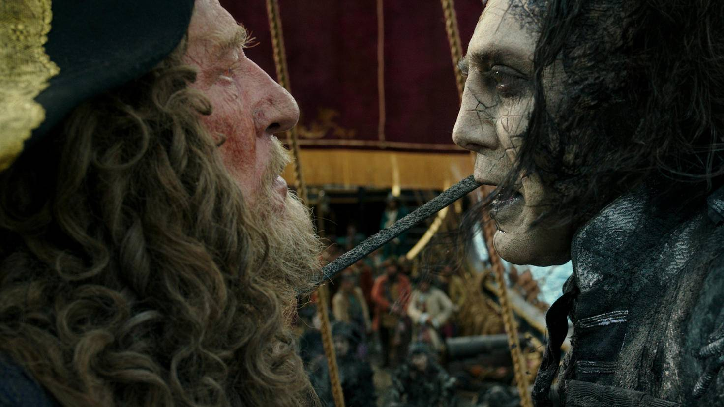 Captain Barbossa (Geoffrey Rush, links) und Captain Salazar (Javier Bardem)