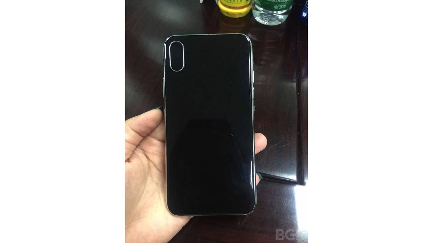 Vertikale Dual-Kamera, aber kein Touch ID-Sensor: So soll die Rückseite des iPhone 8 aussehen.