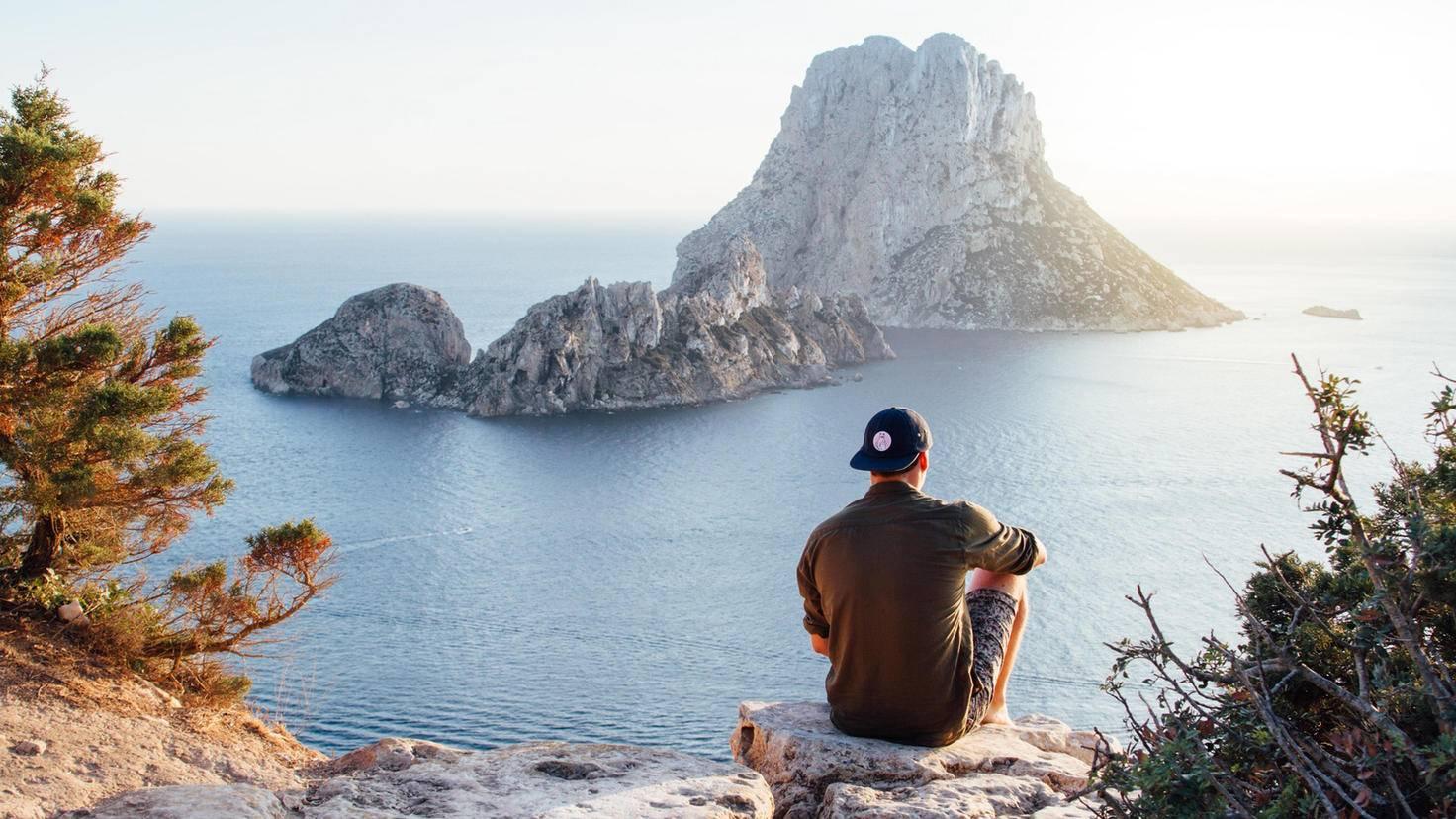 Die neuen Eindrücke, die Du auf Reisen gewinnst, machen Dich glücklich.