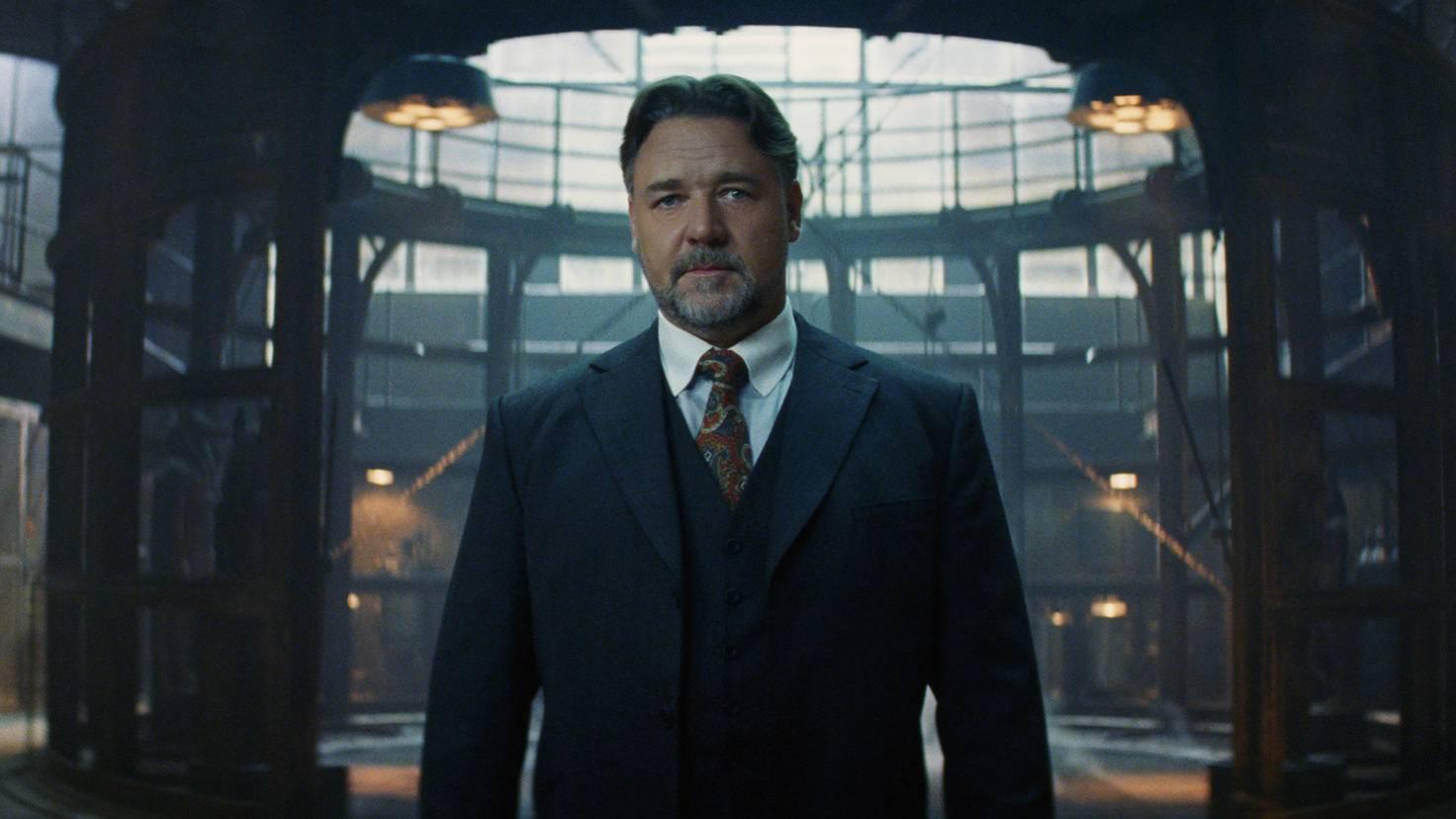 """Russell Crowe hat seinen ersten Auftritt als Dr. Henry Jakyll. Das """"Dark Universe"""" sieht noch einen Solo-Film für ihn vor."""