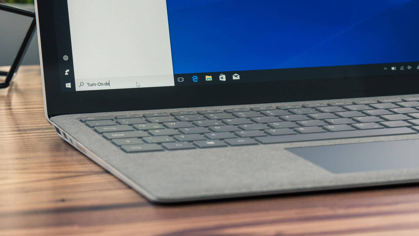 Microsoft-Surface-Laptop-05