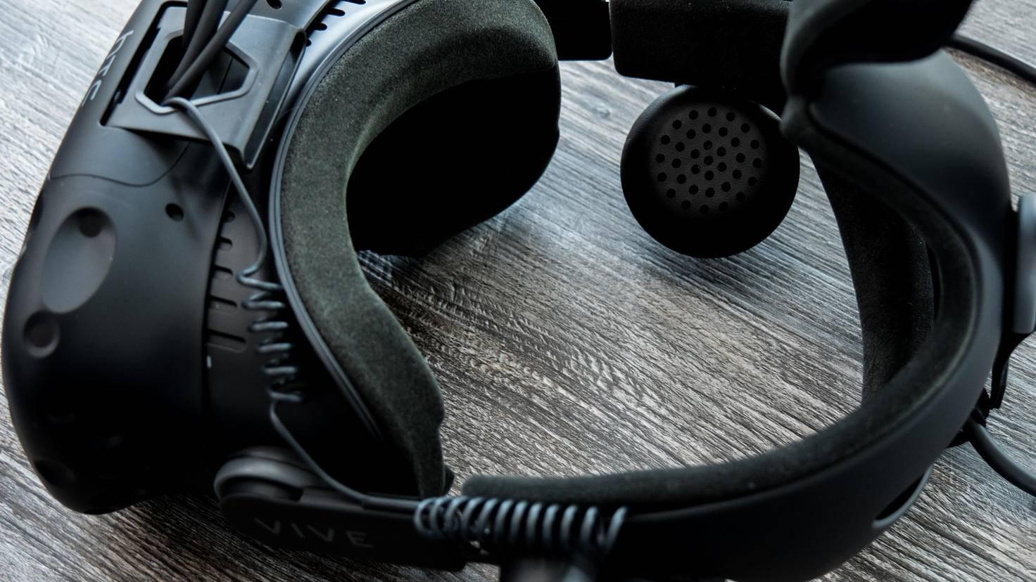 Vive-Deluxe-Audio-Strap-04