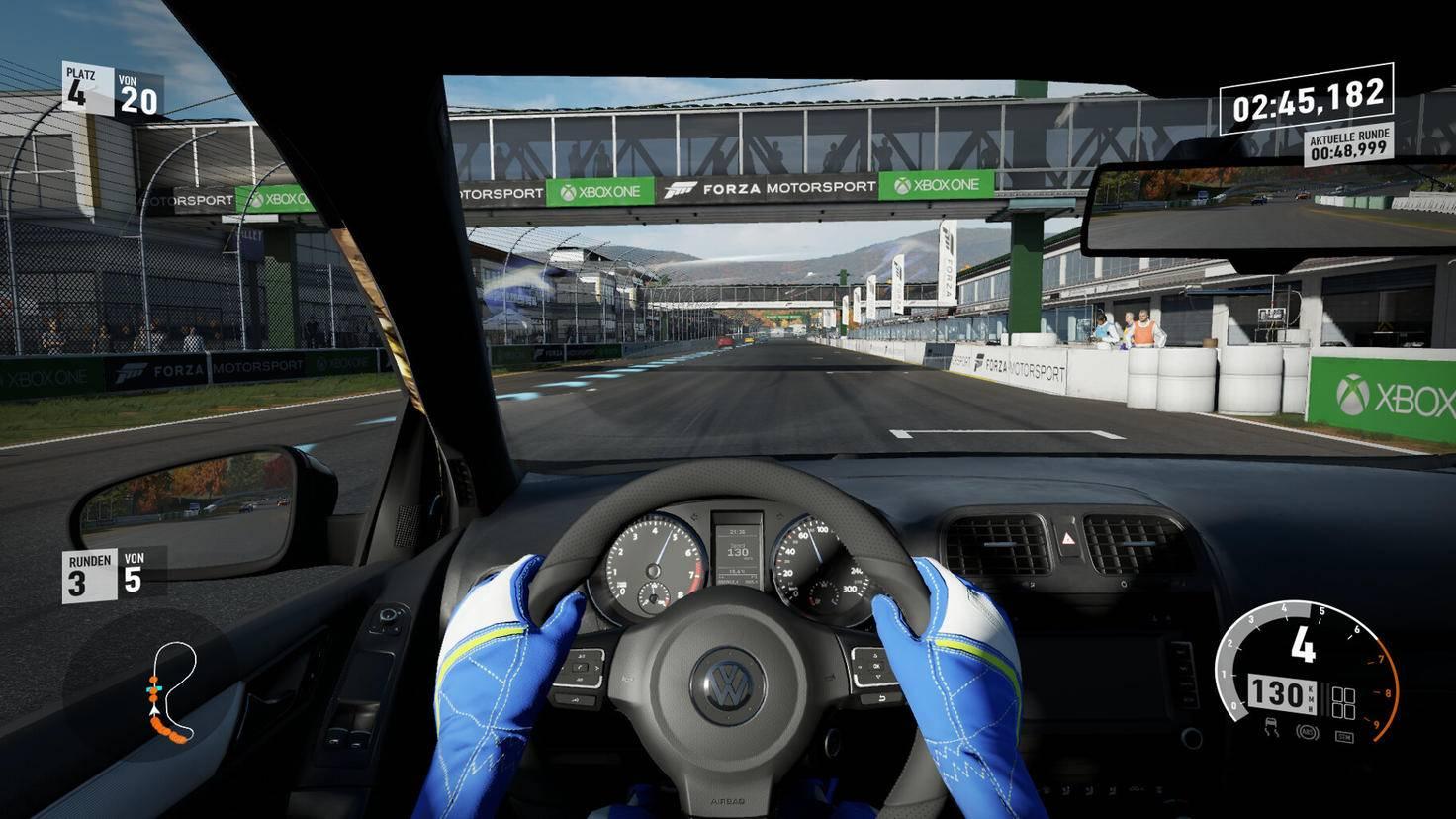 Die Cockpit-Ansicht gibt es für Besitzer eines Gaming-Lenkrads auch ohne Stuerrad-Ansicht.