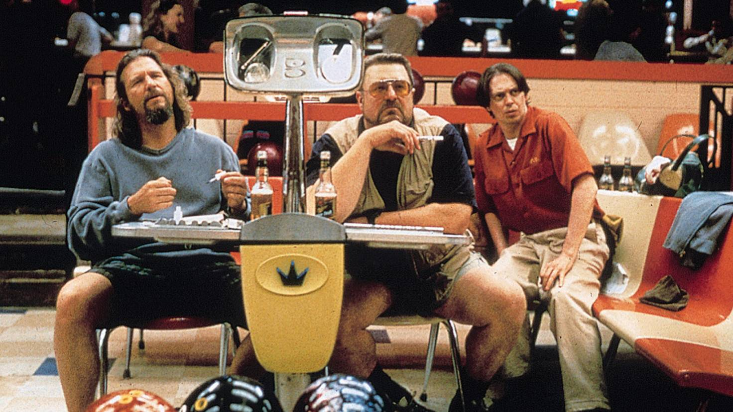 Der Dude (Jeff Bridges), Wlater (John Goodman) und Donny (Steve Buscemi) bei ihrer Lieblingsbeschäftigung: Bowling.