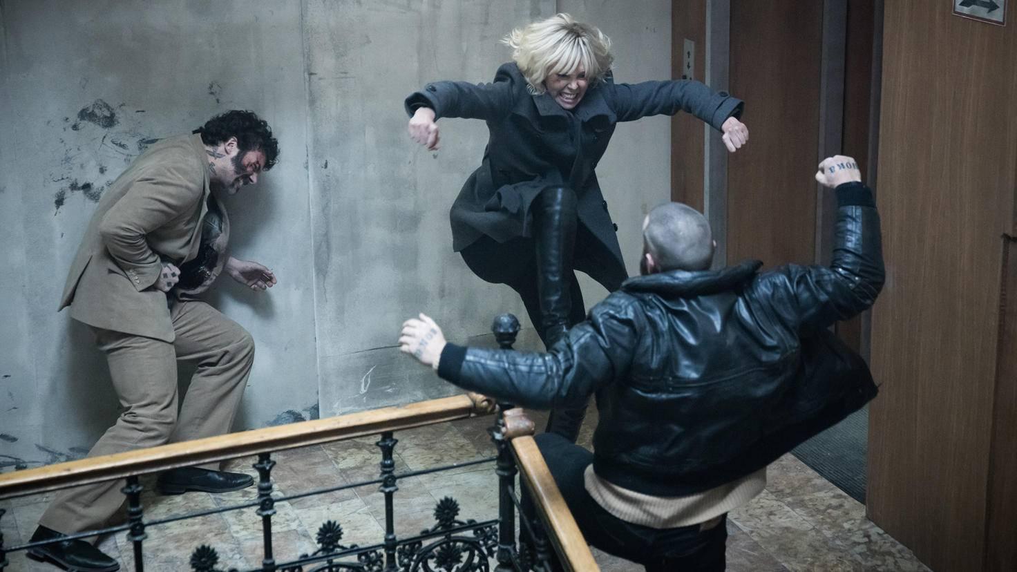 Charlize Theron teilt als Agentin ordentlich aus...