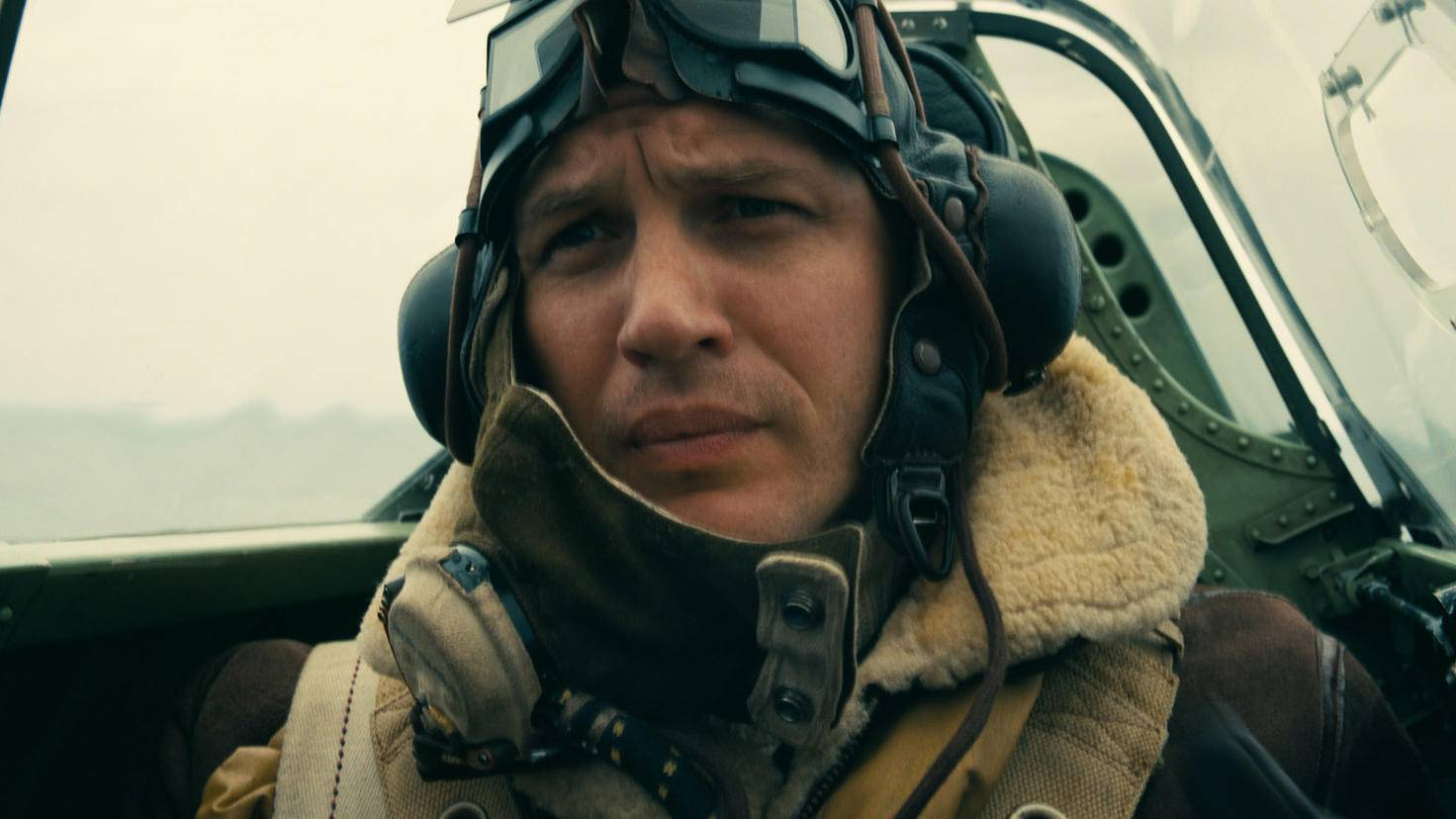 Tom Hardy spielt einen Kampfpiloten.