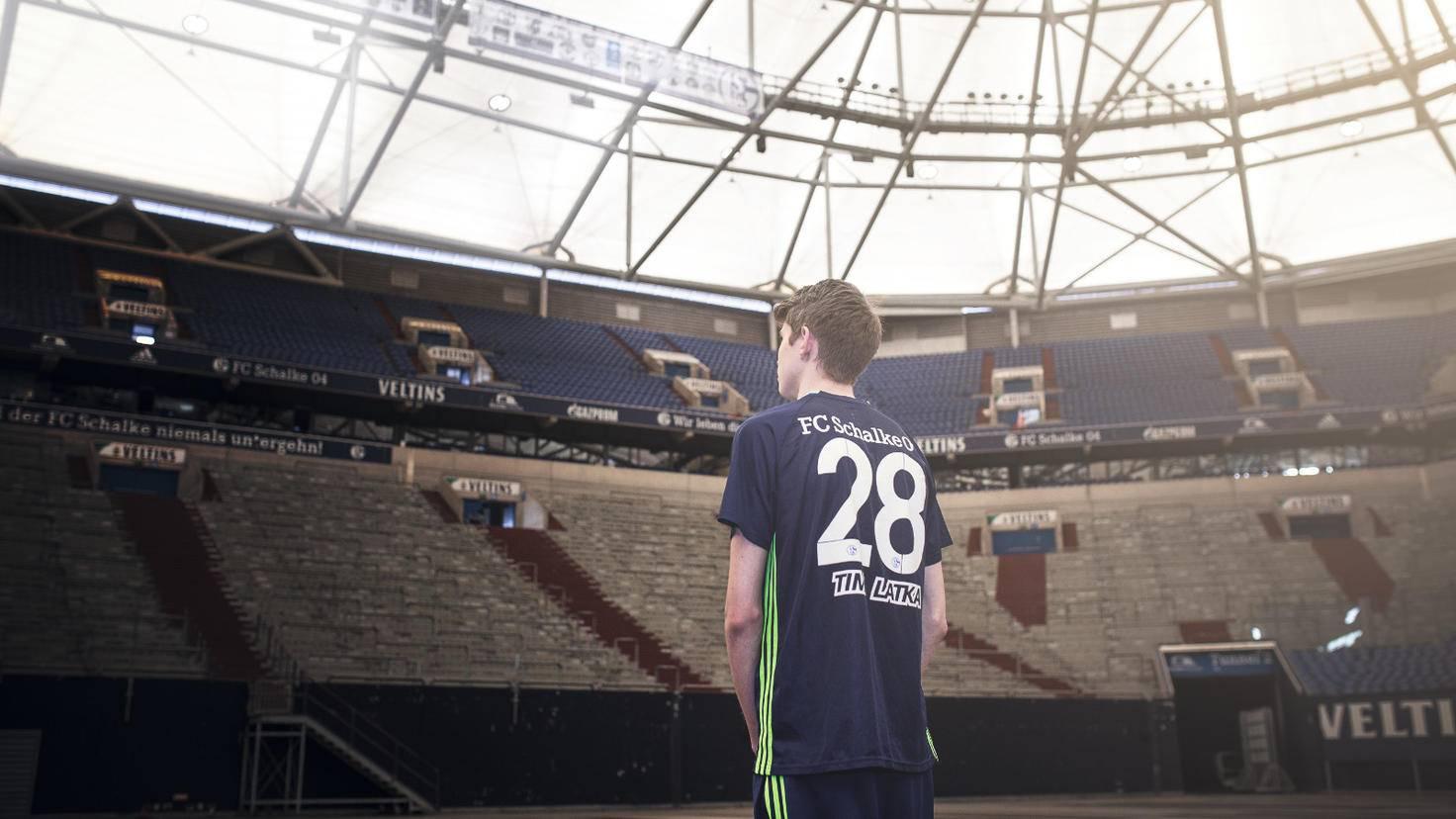 """Tim Latka in der Arena auf Schalke: """"Wenn mir das einer vor einem Jahr gesagt hätte, ich hätte es für einen Scherz gehalten."""""""