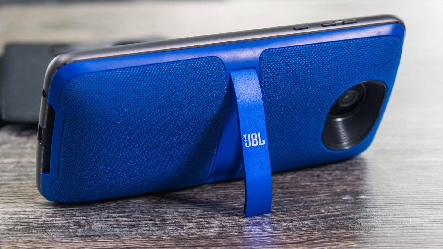 Der JBL SoundBoost 2 ist im Lieferumfang enthalten.