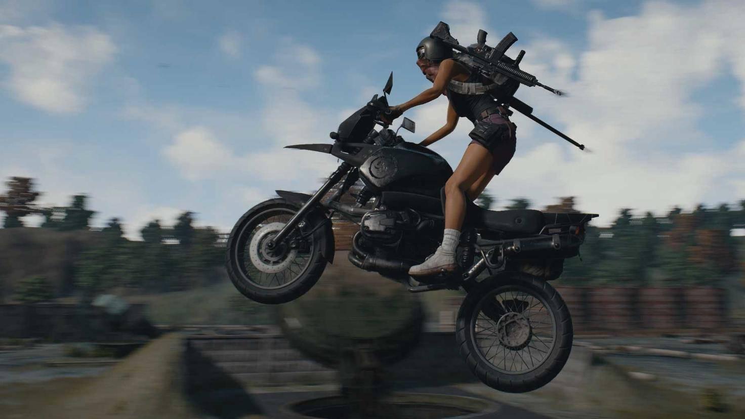 Mit einem Motorrad kommst Du schnell über die Karte. Das ist wichtig, um vor der stetig näher rückenden Spielfeldbarriere zu fliehen.