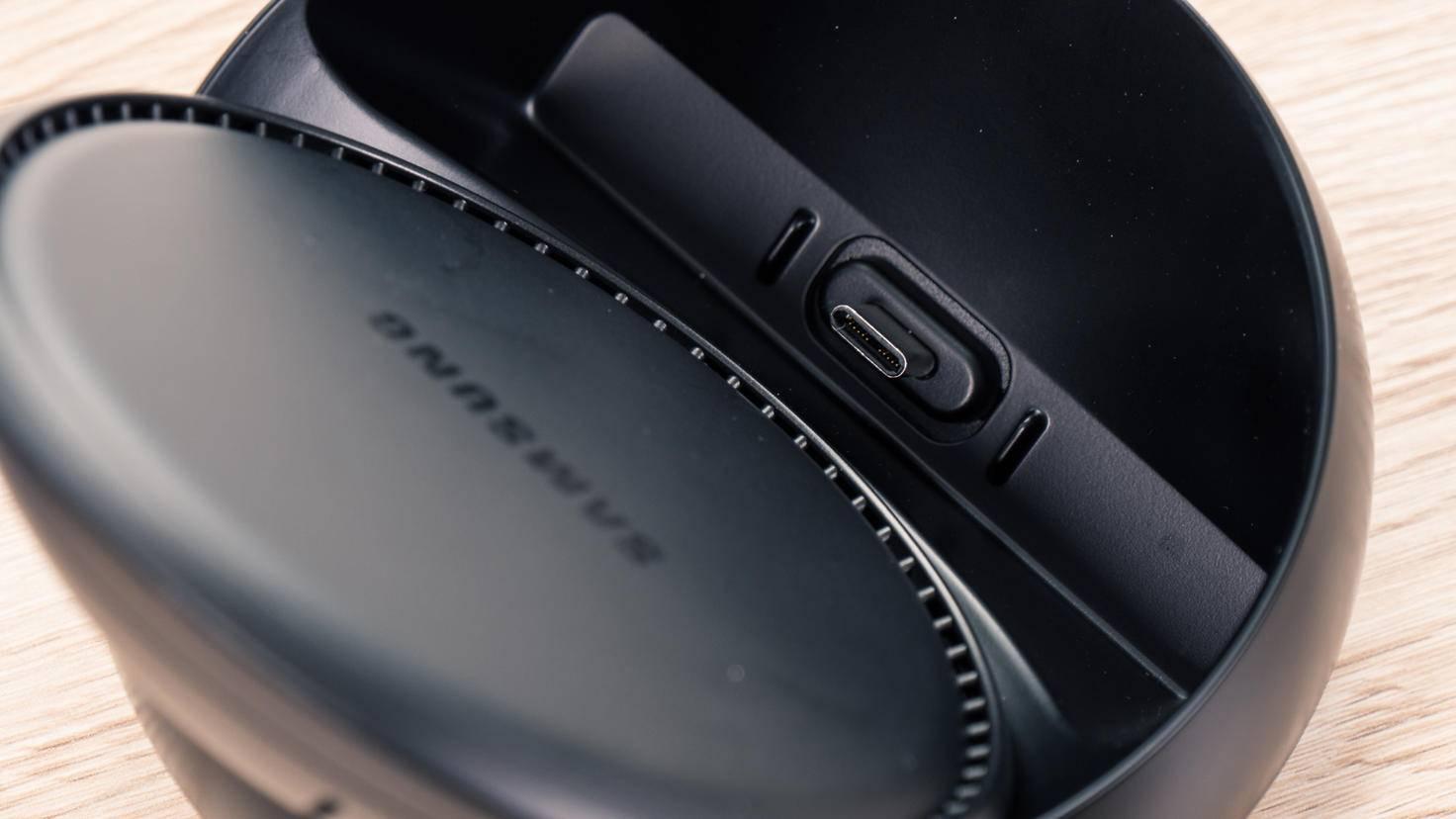Das Galaxy S8 wird über USB-C angedockt.
