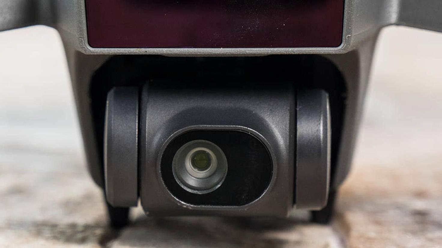 Dennoch bringt sie eine starke Kamera mit, die Full-HD-Videos und 12-MP-Fotos liefert.