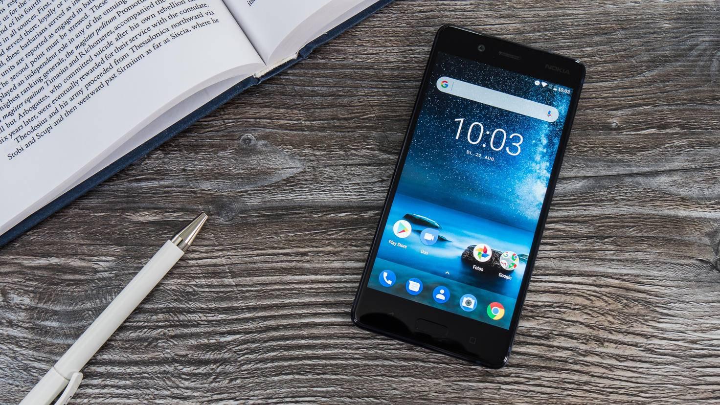 Das Nokia 8 besticht mit klarer und schnörkeloser Formgebung.